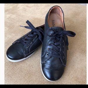 Taos Black Leather Sneakers Sz 38EU 7.5 US